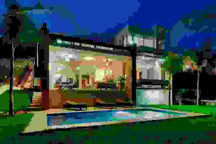Modern balcony, veranda & terrace by Excelencia en Diseño Modern