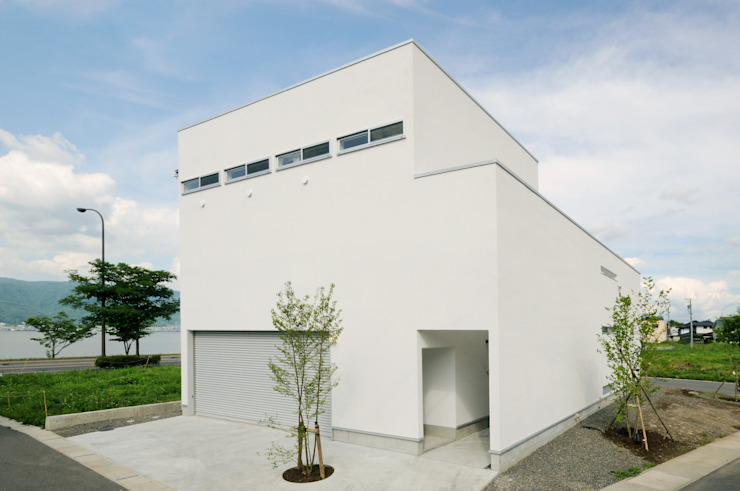 White Composition モダンな 家 の 一級建築士事務所 AXIS モダン