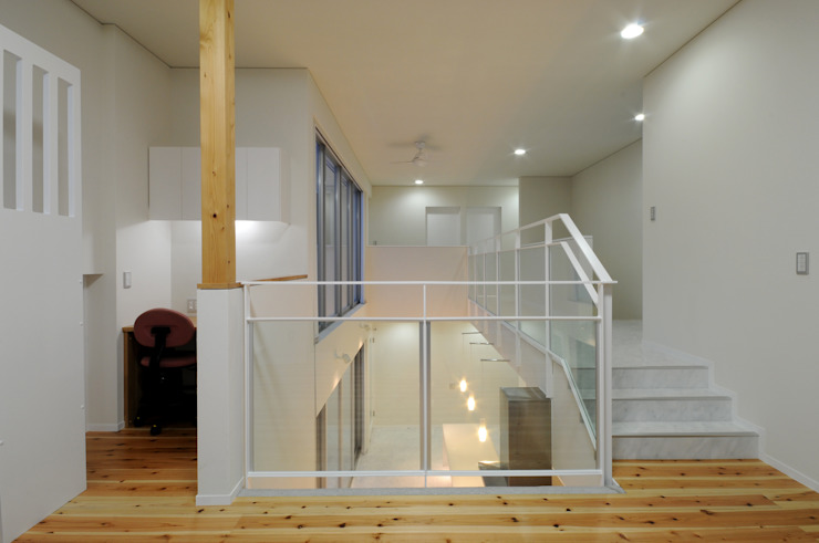 White Composition モダンデザインの リビング の 一級建築士事務所 AXIS モダン
