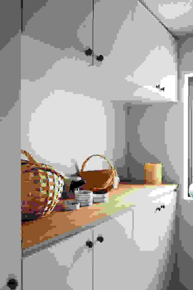 トリミングルーム 北欧スタイルの 壁&床 の 稲山貴則 建築設計事務所 北欧