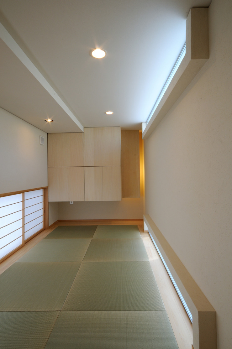 White Composition モダンデザインの 多目的室 の 一級建築士事務所 AXIS モダン