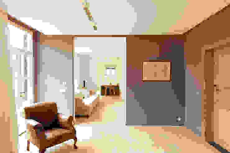 Flowers Moderne woonkamers van FilipTackdesignoffice Modern