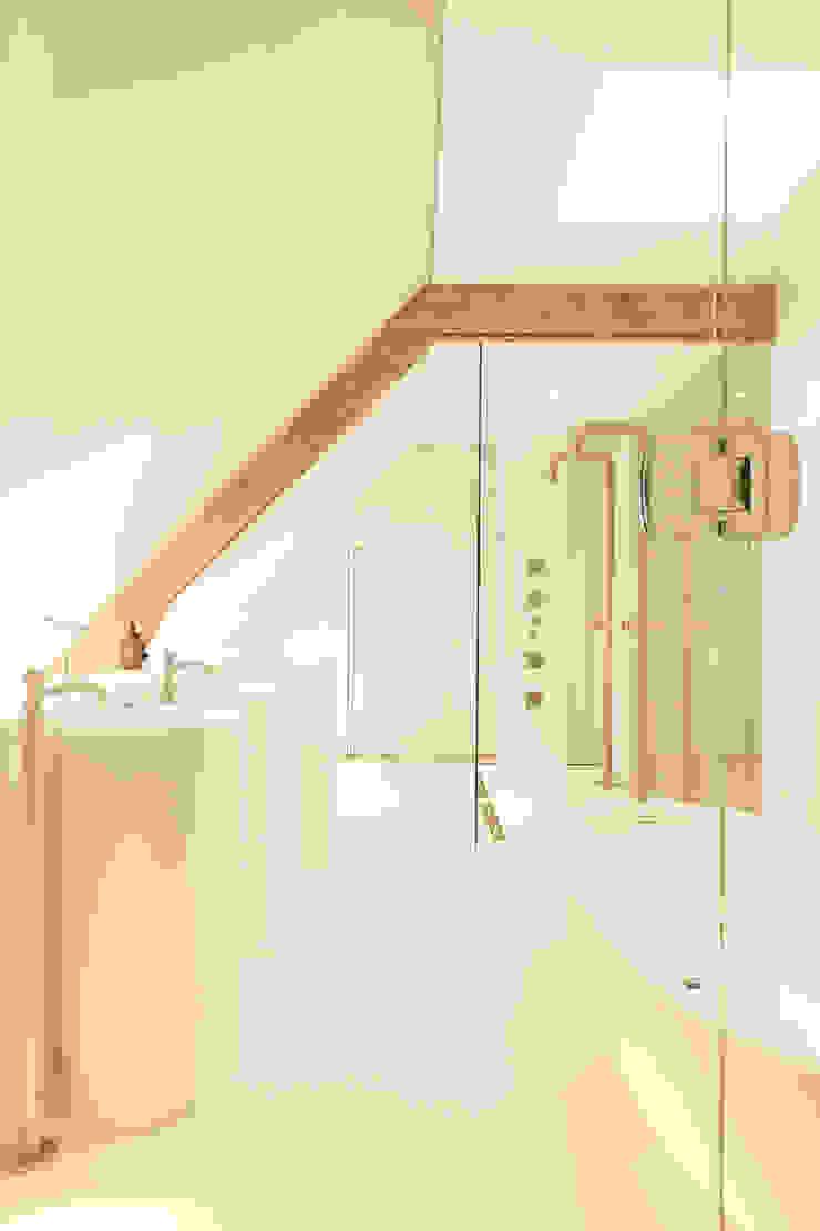 Flowers Moderne badkamers van FilipTackdesignoffice Modern
