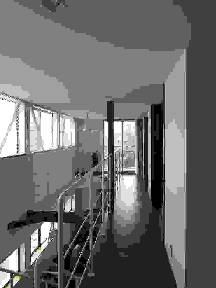 緑ヶ丘の家 北欧スタイルの 玄関&廊下&階段 の ai建築アトリエ 北欧