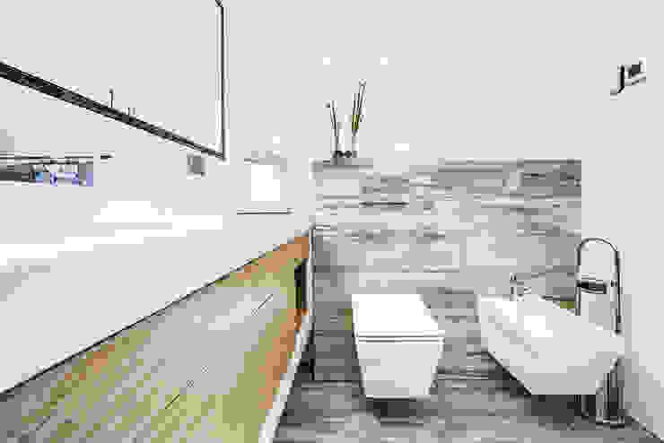 Ванные комнаты в . Автор – DK architektura wnętrz,