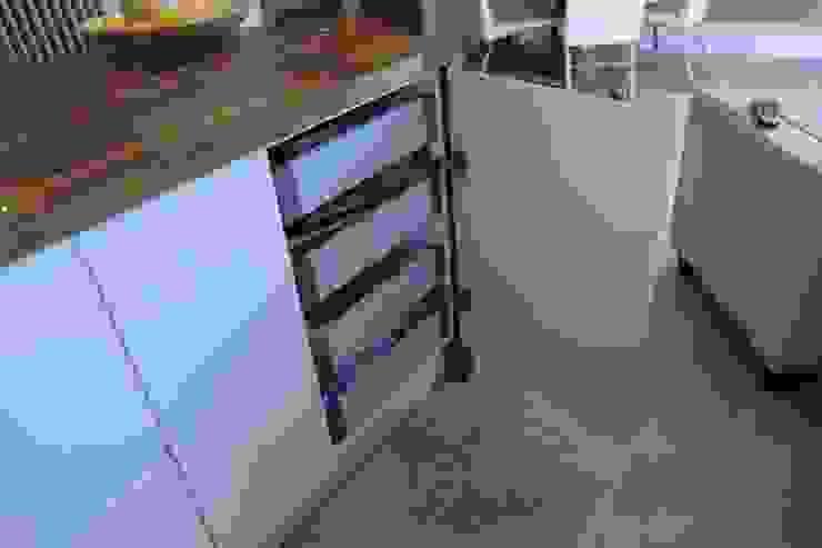 Dynamic storage Harvey's Select KitchenCabinets & shelves