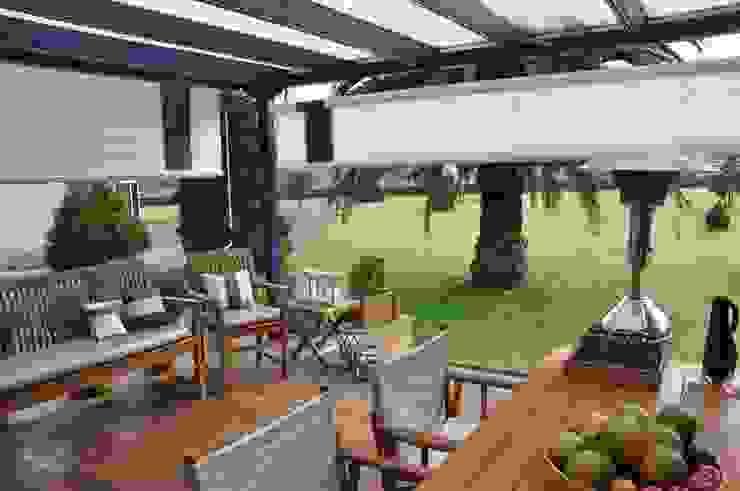 ESPACIO EXTERIOR Balcones y terrazas de estilo ecléctico de SILVIA REGUERA INTERIORISMO Ecléctico