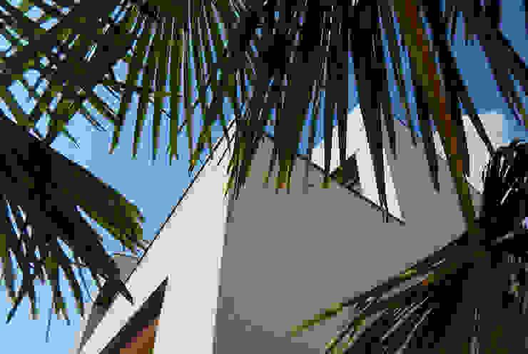 Strakke gevels Moderne huizen van Hamers Arquitectura Modern