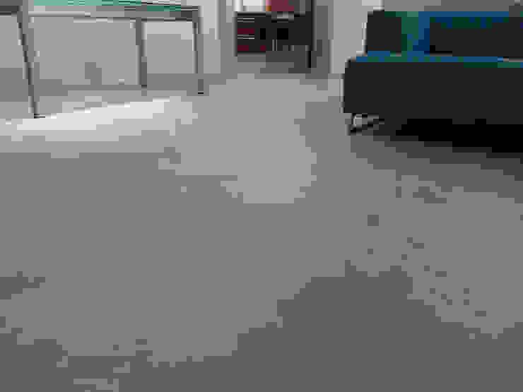 Pavimenti in cemento zona living Pareti & Pavimenti in stile moderno di Pavimento Moderno Moderno