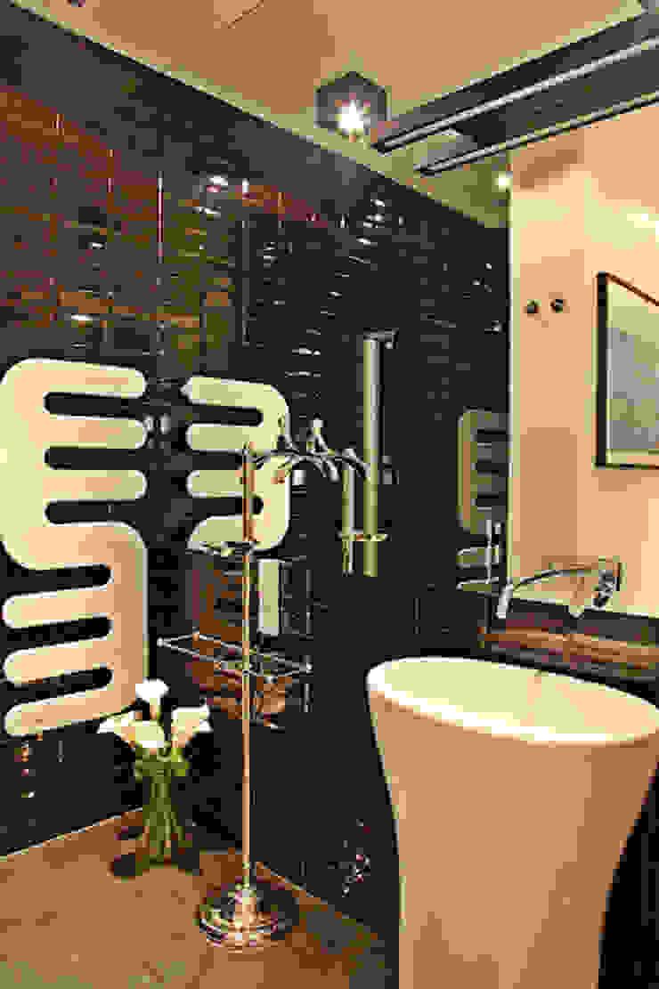 mała czarna łazienka gościnna - projekt i realizacja Anyform Eklektyczna łazienka od anyform Eklektyczny