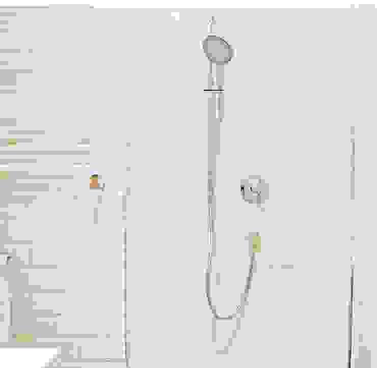 mała biała łazienka gościnna w szafie - projekt i realizacja Anyform Skandynawska łazienka od anyform Skandynawski
