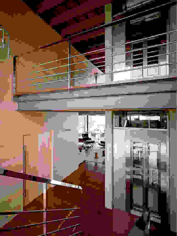 Artigas Arquitectes Modern Corridor, Hallway and Staircase