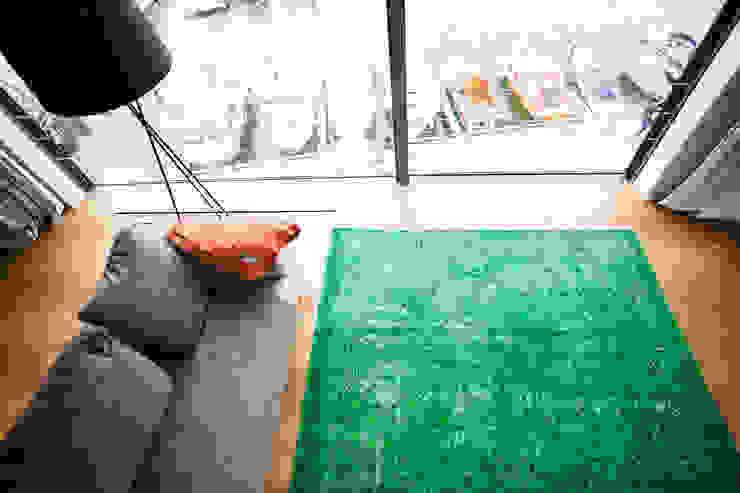 KIM LAYANI Teppiche/ Carpets: modern tarz , Modern