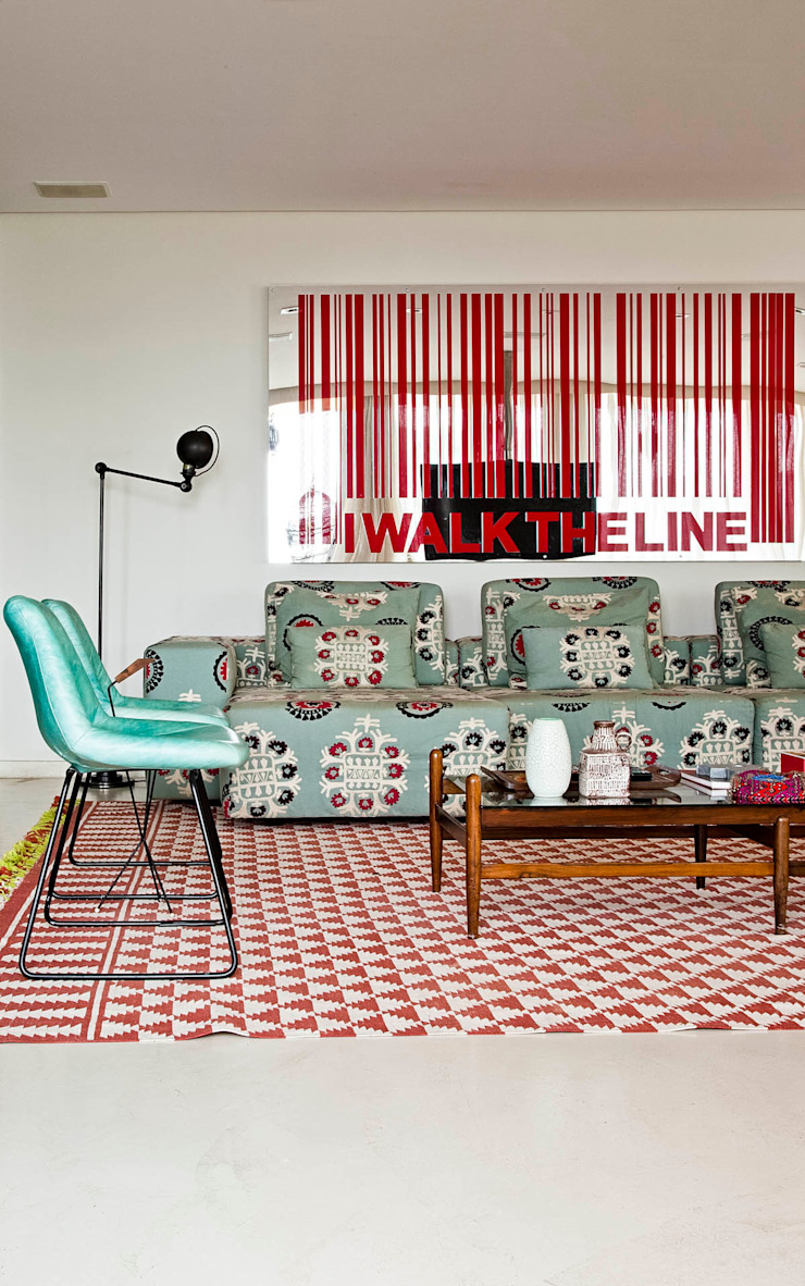 CARMELLO ARQUITETURA ห้องนั่งเล่นโซฟาและเก้าอี้นวม