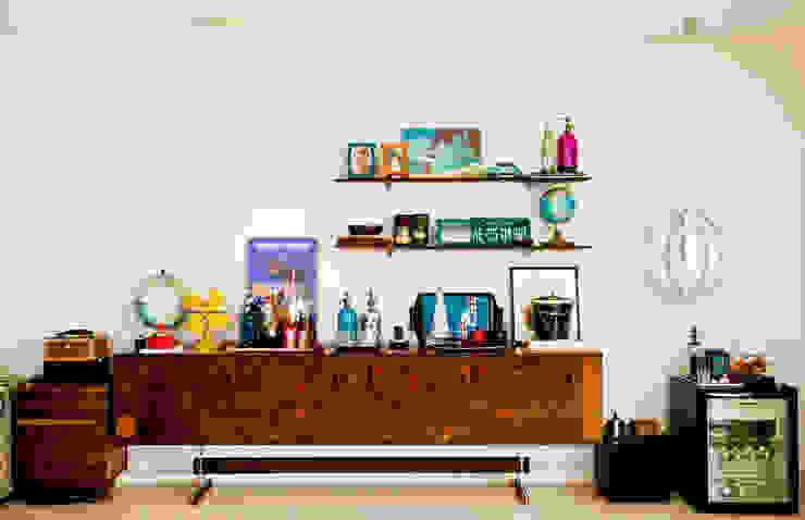 CARMELLO ARQUITETURA ห้องนั่งเล่นชั้นวางทีวีและตู้วางทีวี