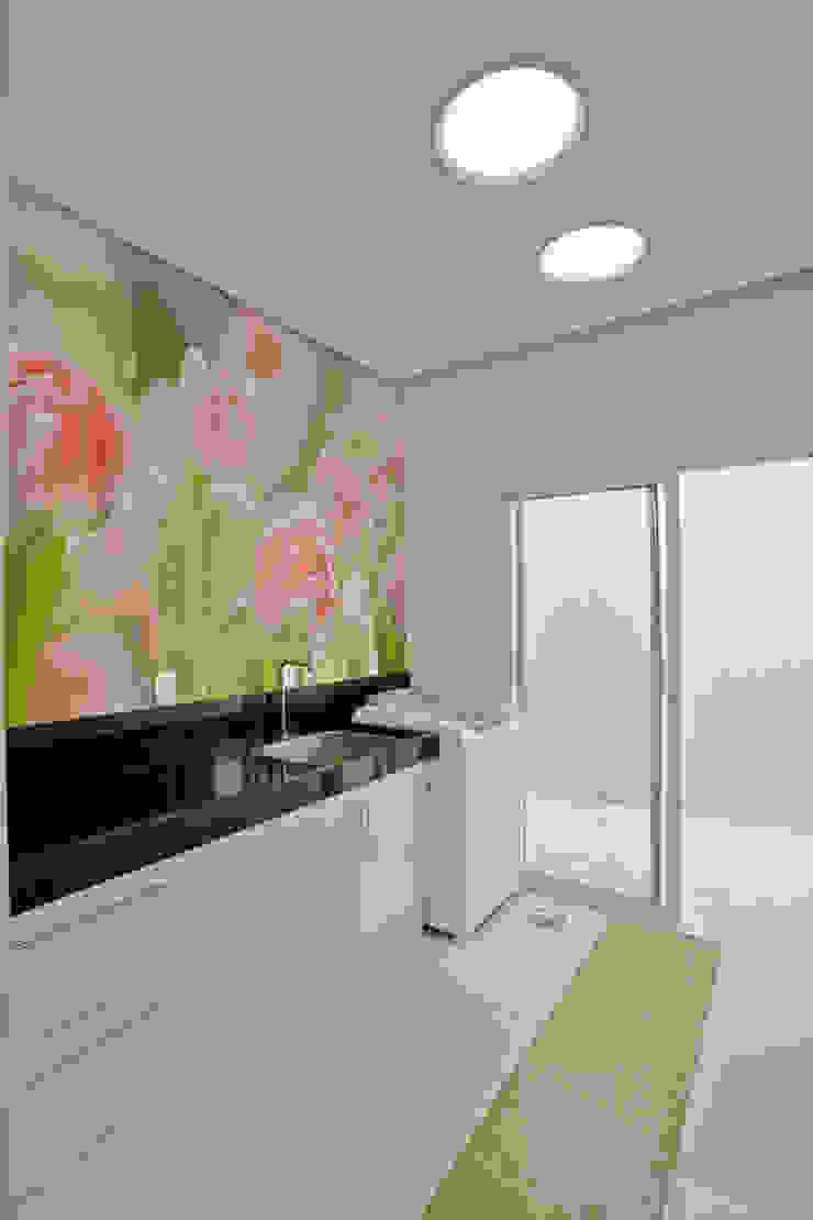 Paredes y suelos de estilo moderno de Designer de Interiores e Paisagista Iara Kílaris Moderno
