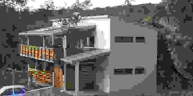 LAUTE house - outside view Maisons tropicales par STUDY CASE sas d'Architecture Tropical