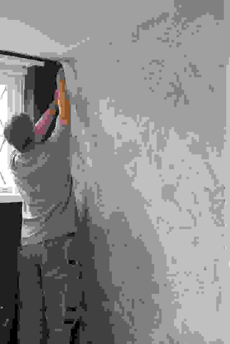 Het aanbrengen van wall paper en behang doen wij naadloos en perfectionistisch voor onze klanten. van Arkelwonen Arkelsol Klassiek