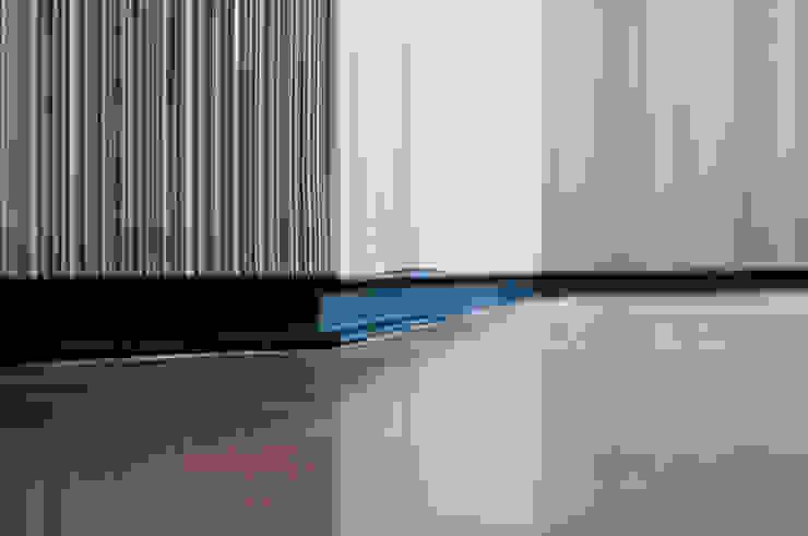 VIVIENDA LAC Paredes y suelos de estilo moderno de estudio551 Moderno