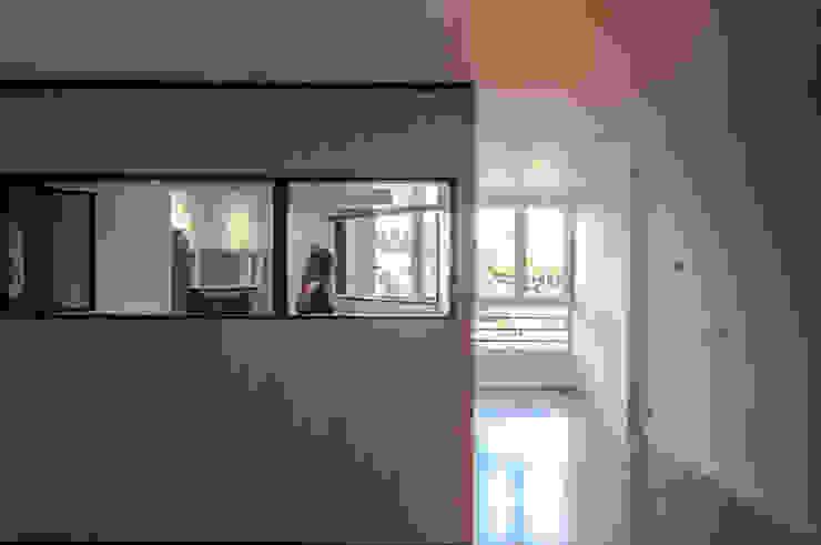 VIVIENDA LAC Salones de estilo moderno de estudio551 Moderno