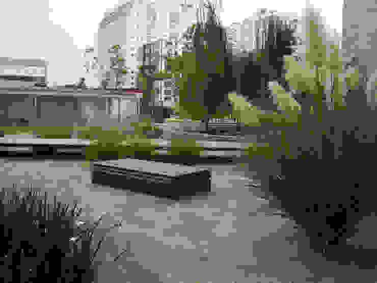 Projekty,  Ogród zaprojektowane przez KVR Arquitectura de paisaje, Nowoczesny