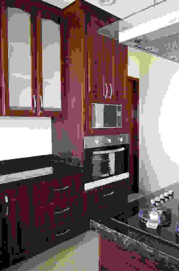 Amarillo Interiorismo CocinaEstanterías y gavetas