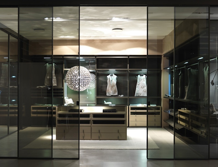 Walk-in-wardrobe Lamco Design LTD Modern dressing room