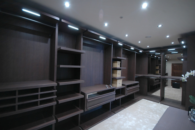 walk in dressing room Lamco Design LTD Dressing roomWardrobes & drawers