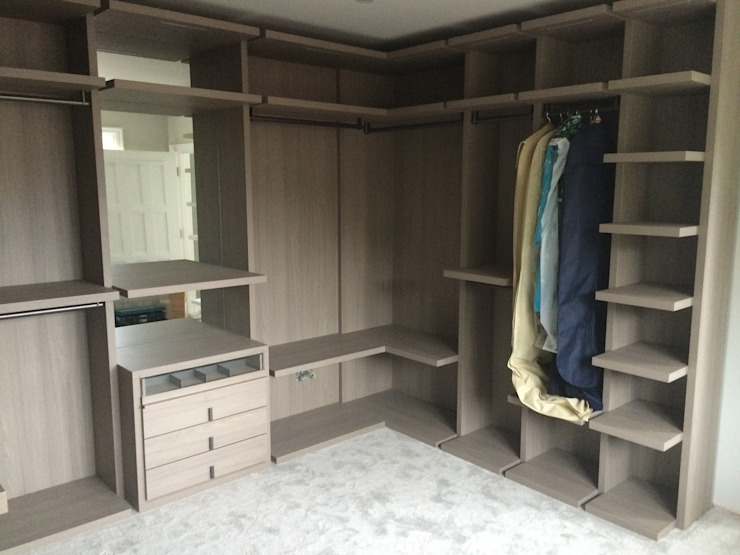 walk-in-dressing room Lamco Design LTD Dressing roomWardrobes & drawers