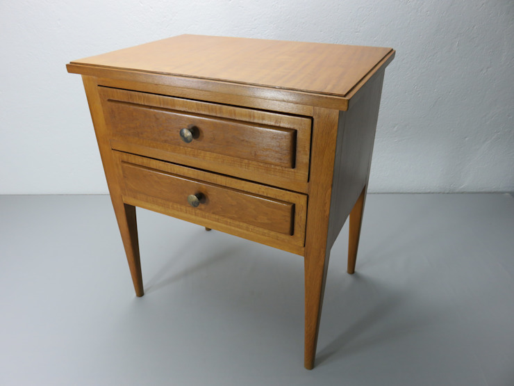 homify BedroomBedside tables