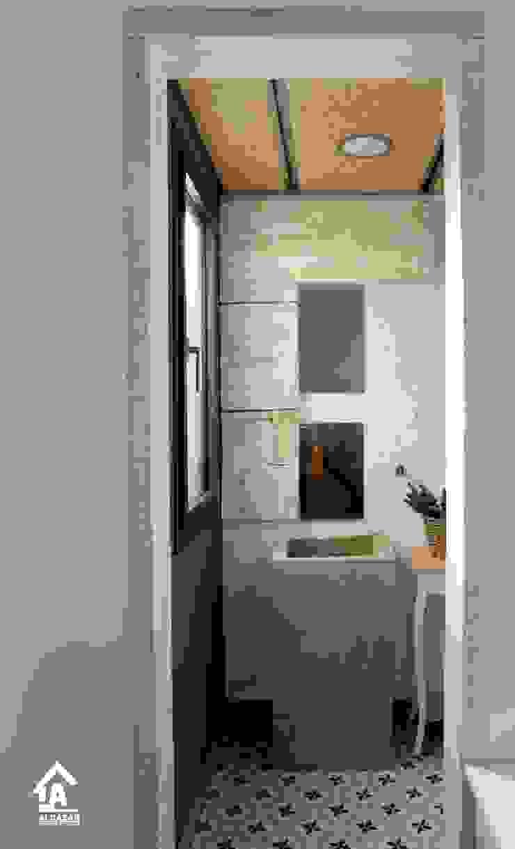Reforma de baño Baños de estilo ecléctico de Alcazar Construcciones Ecléctico