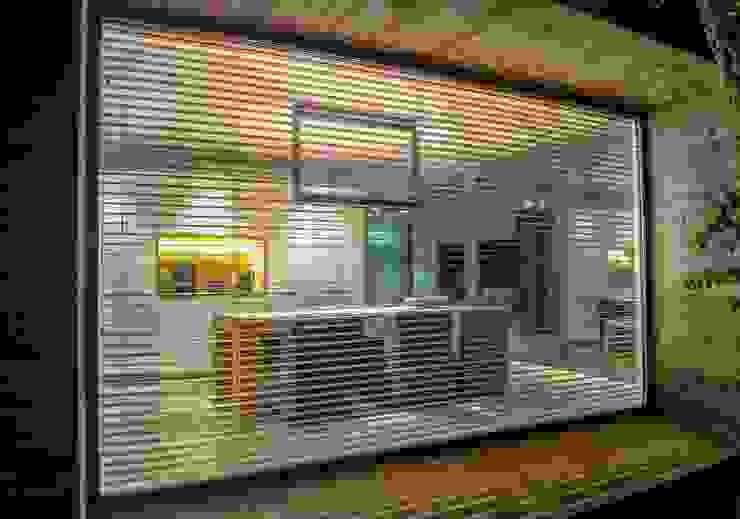 Vistas veladas. Comedores de estilo moderno de VelezCarrascoArquitecto VCArq Moderno