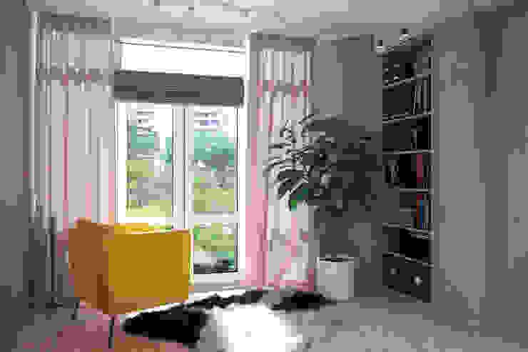 Желтые акценты в интерьере Гостиная в стиле модерн от Студия дизайна Interior Design IDEAS Модерн