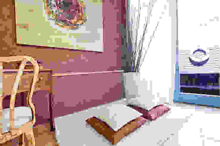 ALQUILER DE CASA EN EL EMPORDA CON MUCHO ENCANTO , decoradora JUDITH FARRAN Pasillos, vestíbulos y escaleras de estilo rústico de Home Deco Decoración Rústico