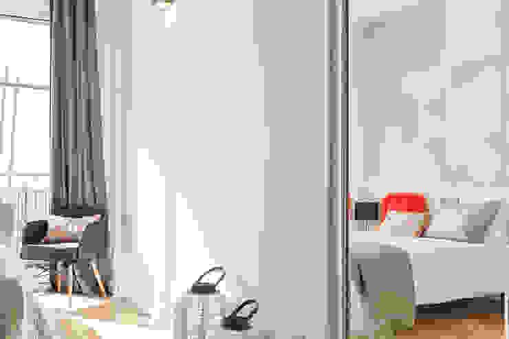 PISO PILOTO EN BARCELONA CUIDAD todo decorado por HOME DECO by JUDITH FARRAN Dormitorios de estilo moderno de Home Deco Decoración Moderno