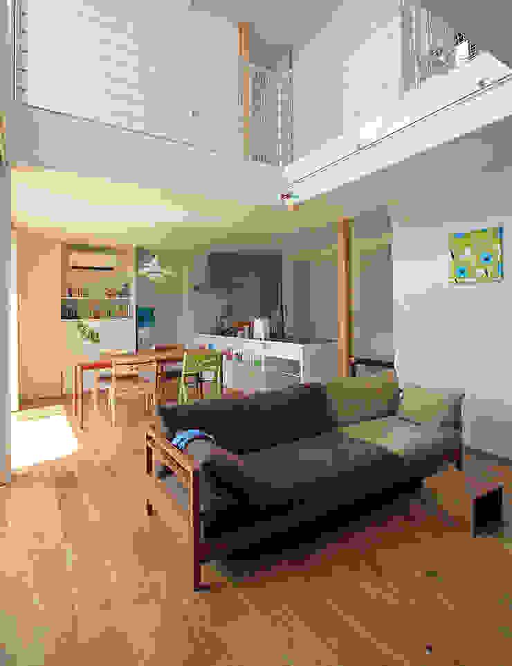 Salas de estilo moderno de 福田康紀建築計画 Moderno
