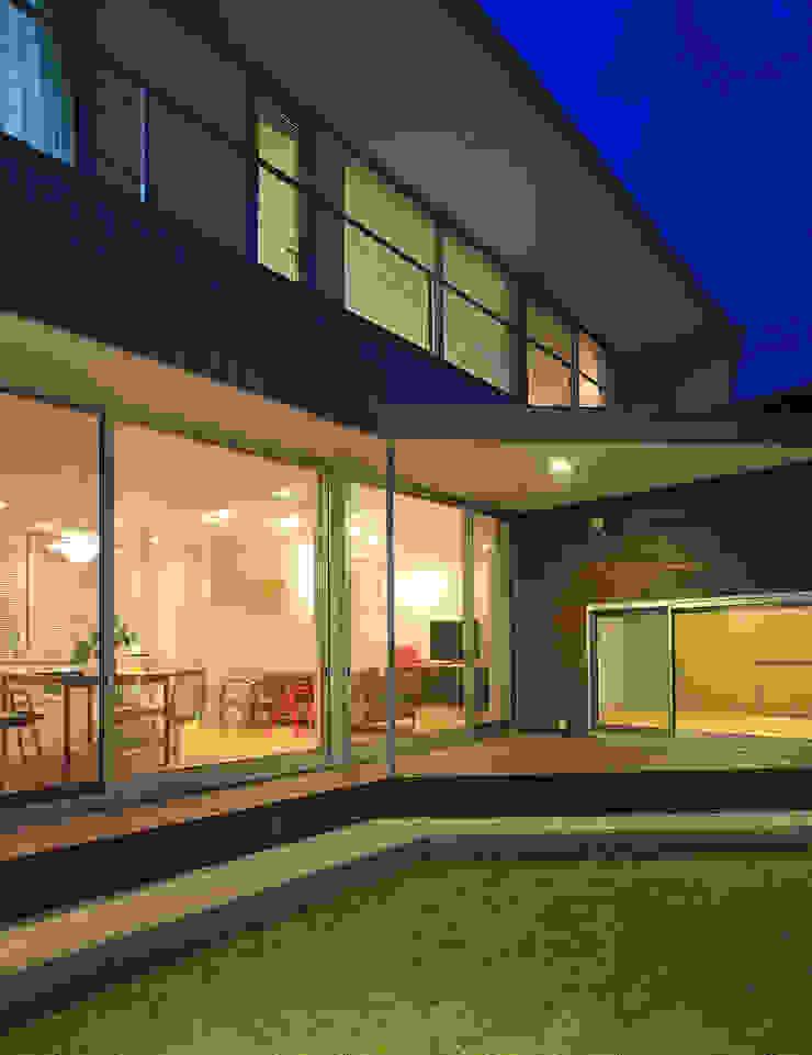 Balcones y terrazas de estilo moderno de 福田康紀建築計画 Moderno