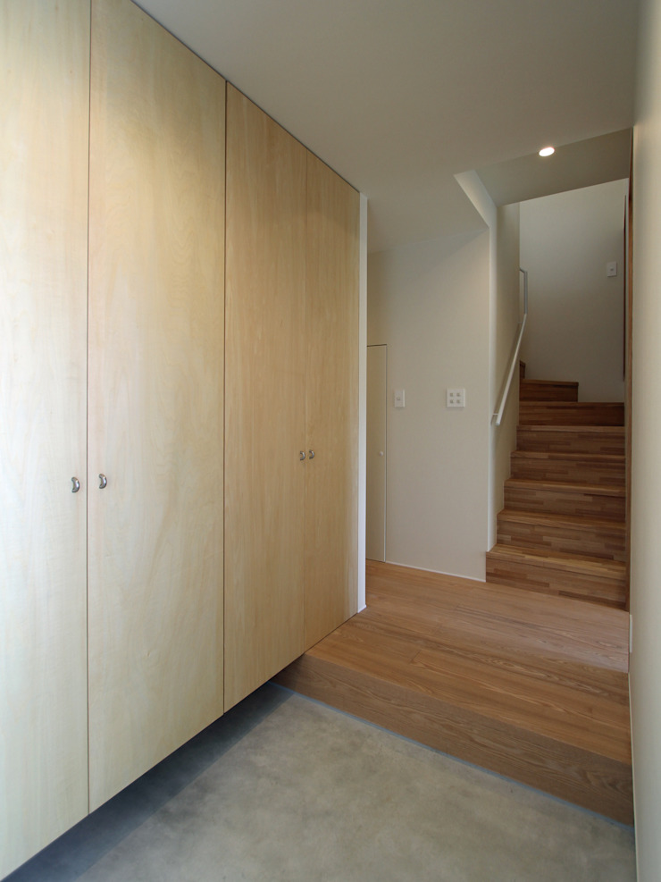 福田康紀建築計画 Modern Corridor, Hallway and Staircase