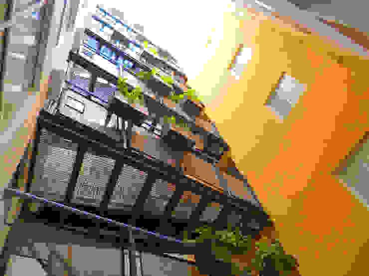 Acceso Departamentos Pasillos, vestíbulos y escaleras modernos de Grupo Siobles Moderno