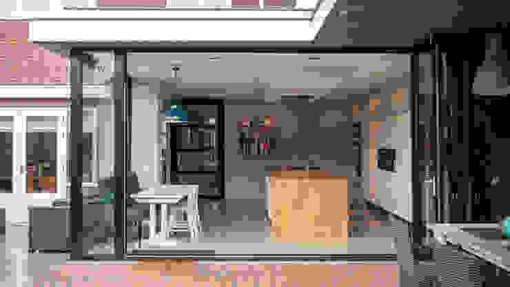 โดย Joep van Os Architectenbureau โมเดิร์น