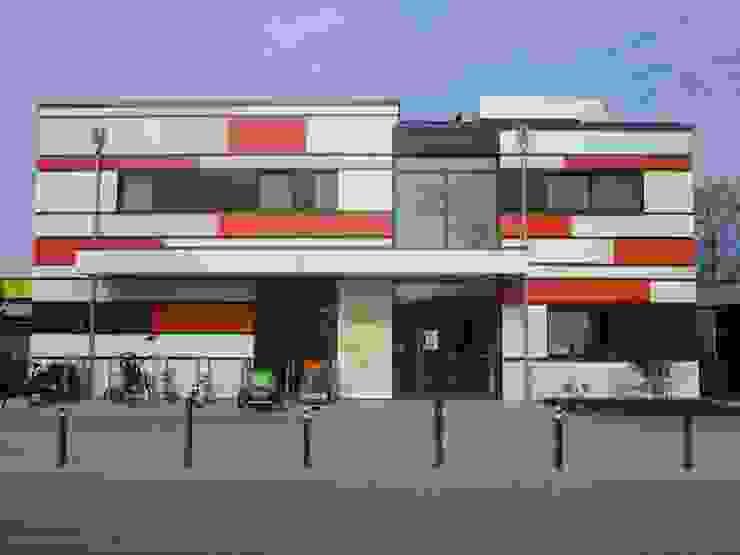 Spiegel Fassadenbau Eclectic style schools