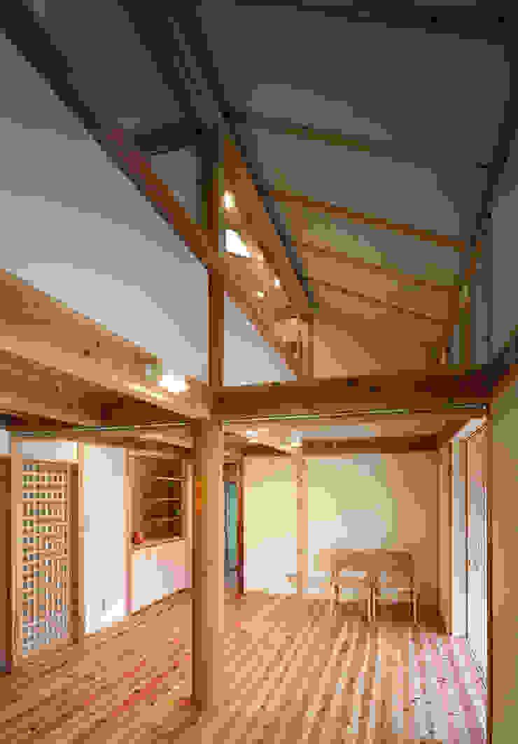 吹抜 オリジナルデザインの リビング の 芦田成人建築設計事務所 オリジナル