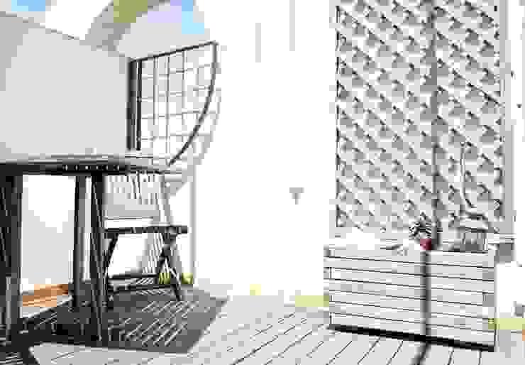Terraza Molins de Rei Jardines de estilo tropical de muxo Studio Tropical