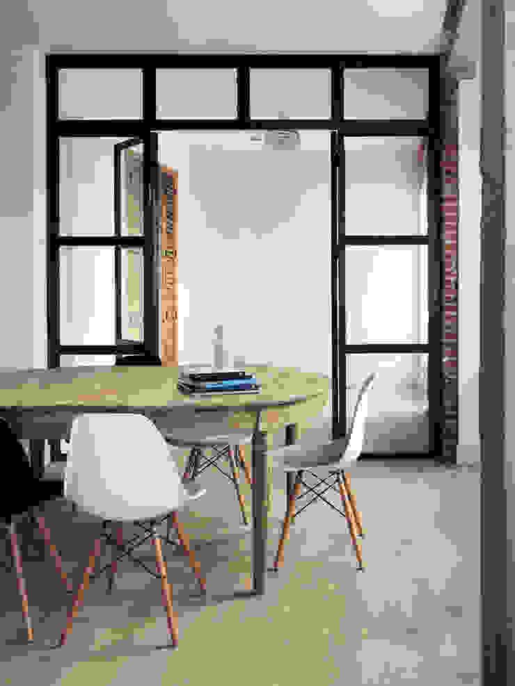 Reforma Piso Madrid Comedores de estilo moderno de B-mice Design + Architecture Moderno