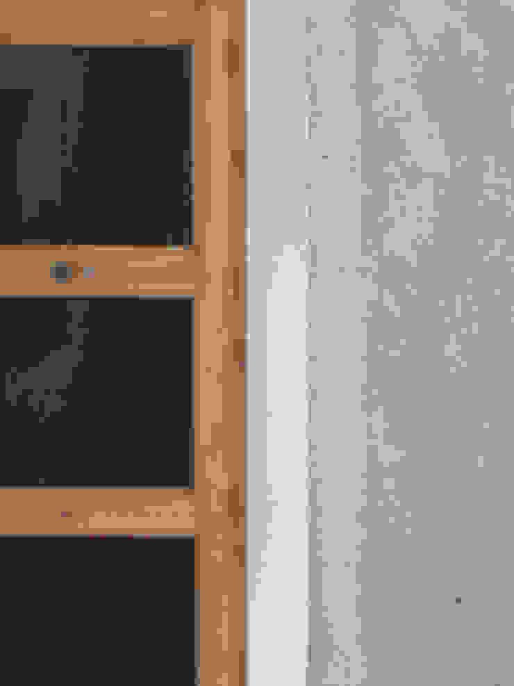 detalle materiales Paredes y suelos de estilo moderno de B-mice Design + Architecture Moderno