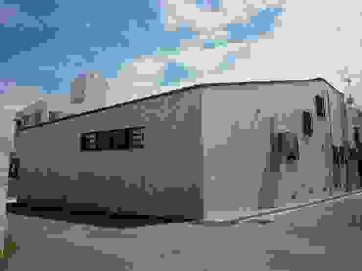 石壁の家 モダンな 家 の プラソ建築設計事務所 モダン