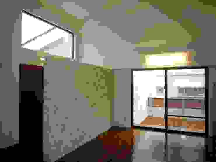 石壁の家 モダンデザインの リビング の プラソ建築設計事務所 モダン