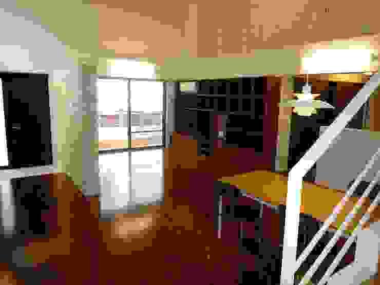 石壁の家 プラソ建築設計事務所 モダンデザインの リビング
