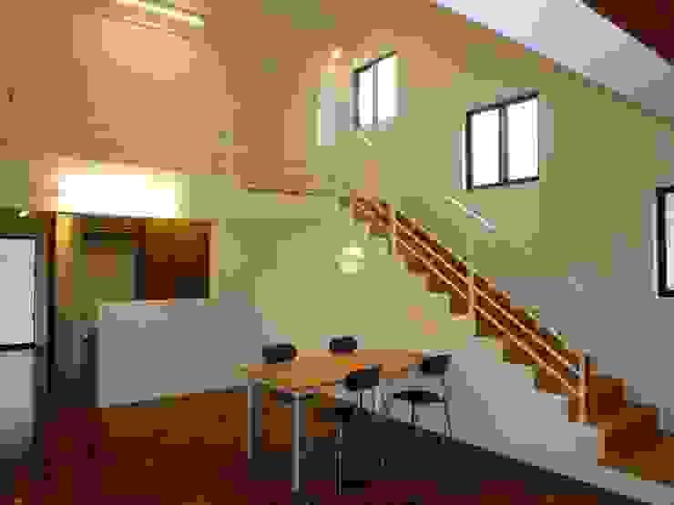 石壁の家 モダンデザインの ダイニング の プラソ建築設計事務所 モダン