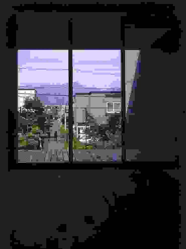 途上の家 ミニマルデザインの テラス の 畠中 秀幸 × スタジオ・シンフォニカ有限会社 ミニマル